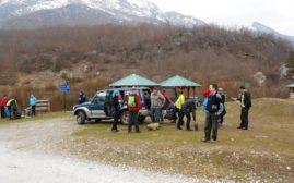 Pripremanje za polazak, poslednje prepakivanje rančeva pred odlazak u planinu.