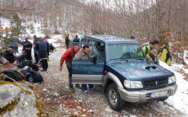 Stvari su nam prevezli svojim džipom momci iz Vusanja, nekih 5 km, što je od velike pomoći.
